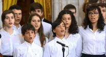 Célébration en musique du 30e anniversaire de l'adhésion à l'Europe de l'Espagne, avec des élèves et une enseignante du Lycée français de Madrid