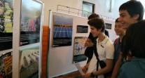 Au lycée de Hong Kong, les élèves découvrent une exposition sur le changement climatique