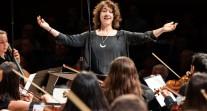 Sixième saison de l'Orchestre des lycées français du monde: la cheffe d'orchestre Adriana Tanus encourage les jeunes talents à se présenter