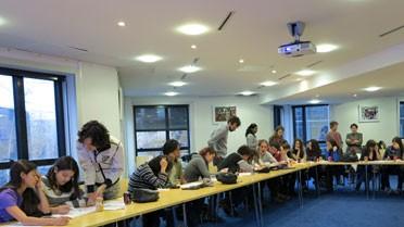 Atelier de travail sur les parcours de formation dans les locaux de l'AEFE