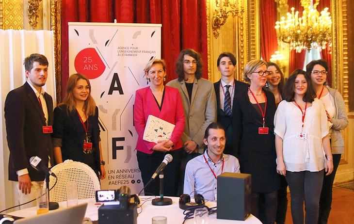 Les web reporters d'Athènes avec la directrice de l'AEFE