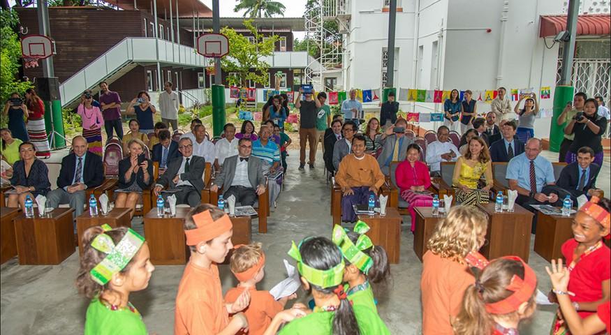 Cérémonie festive à Rangoun