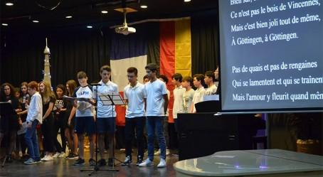 Les élèves de l'Eurocampus de Manille chantent Göttingen